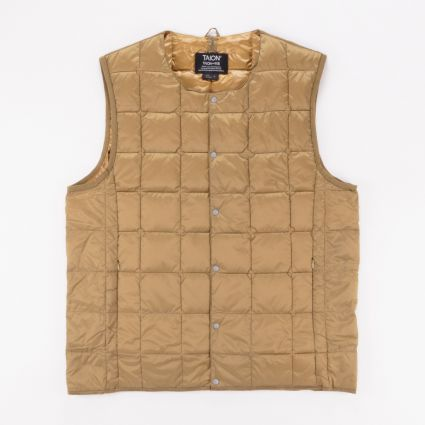 TAION Crew Neck Button Down Vest Beige1