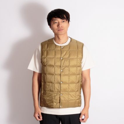 TAION Crew Neck Button Down Vest Beige