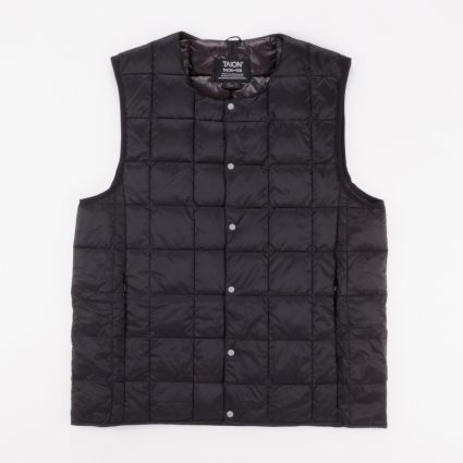 TAION Crew Neck Button Down Vest Black1