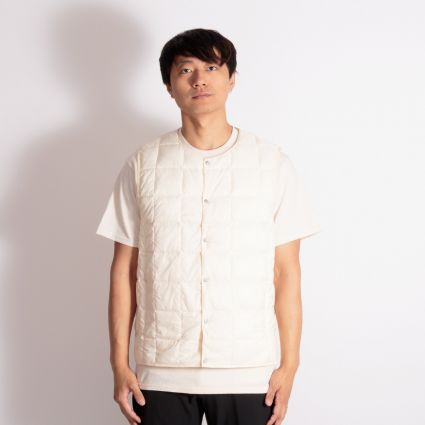 TAION Crew Neck Button Down Vest Off White