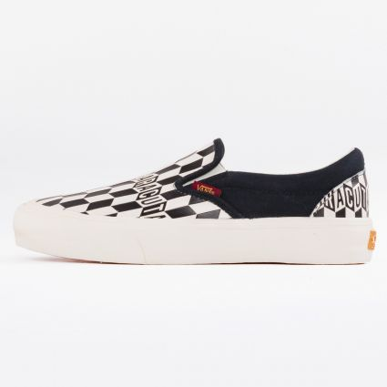 Vans x Baracuta UA Classic Slip-On VLT LX Black Checkerboard/Marshmallow1