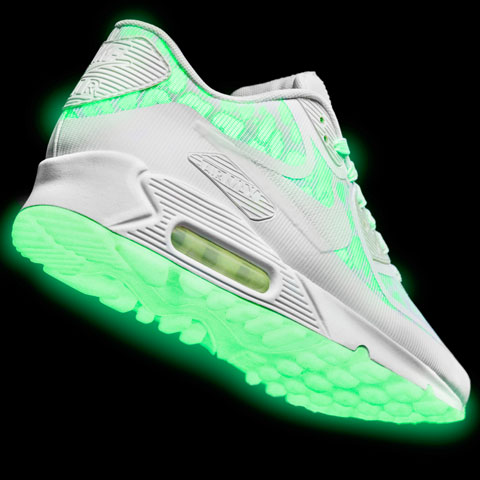 Nike Air Max Standout Pack 'Glow in the Dark' Available Now